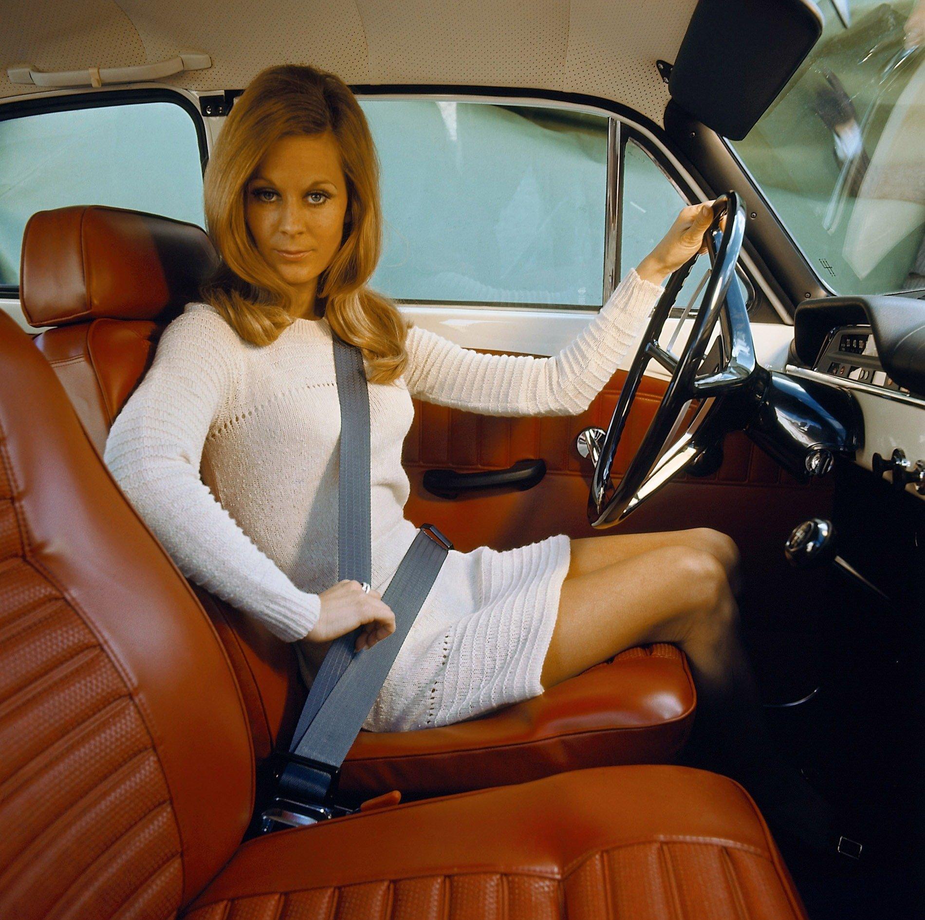 Three-point seat belt in Volvo 130